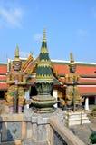 Opiekun Buddyjski nauczanie w Royal Palace Bangkok, Tajlandia obraz stock
