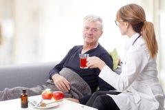 Opiekun i stary pacjent Fotografia Stock