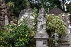 Opiekun statua przy balijczyk Hinduską świątynią Pura Tirta Empul, Tampaksiring, Bali, Indonezja obrazy royalty free