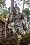 Opiekun statua przy balijczyk Hinduską świątynią Pura Tirta Empul, Tampaksiring, Bali, Indonezja obraz stock
