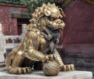 Opiekunu lew w Niedozwolonym mieście w Pekin w Chiny fotografia stock