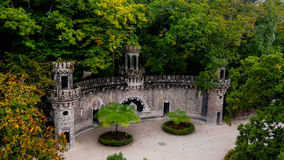 Opiekuny Wejściowi w parku Quinta da Regaleira, Sintra, Portugalia fotografia royalty free
