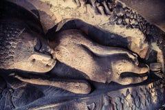 Opierać Buddha przy Ellora zawala się indu Obrazy Stock