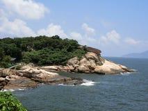 Opierać skały przy Cheung Chau wyspą Obraz Royalty Free