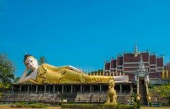 Opierać wizerunek Buddha zdjęcie stock