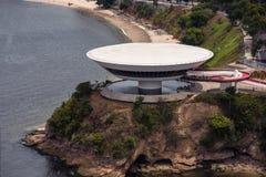 Opinião aérea Art Museum contemporâneo em Niteroi imagens de stock royalty free