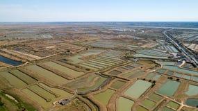 A opinião aérea as ostras cultiva em Marennes, Charente marítimo fotos de stock royalty free