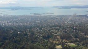 Opinião aérea a baía e San do leste Francisco Bay filme