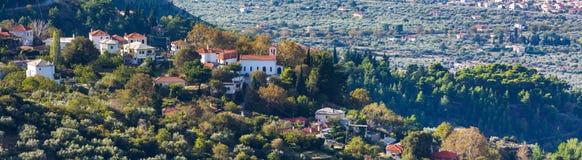 Opinião aérea com as casas vermelhas do telhado, Grécia da aldeia da montanha grega Fotos de Stock Royalty Free
