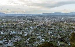 Opinião aérea da arquitetura da cidade da cidade de Múrcia, das montanhas durante um por do sol bonito fotos de stock royalty free