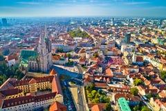 Opinião aérea da catedral de Zagreb e do centro da cidade histórico fotografia de stock royalty free