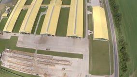 Opinião aérea da exploração agrícola industrial video estoque