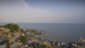 Opinião aérea da linha costeira da terra, Conakry vídeos de arquivo