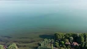 Opinião aérea da metragem do zangão do lago Balaton, Hungria vídeos de arquivo