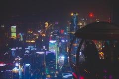 Opinião aérea da noite larga bonita do ângulo do distrito financeiro da cidade nova de Guangzhou Zhujiang, Guangdong, China com s Foto de Stock