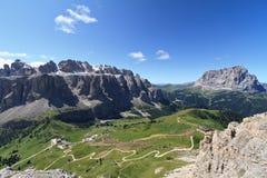Opinião aérea da passagem de Dolomiti - de Gardena fotografia de stock royalty free