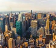 Opinião aérea da rua de New York City Manhattan com arranha-céus Foto de Stock Royalty Free