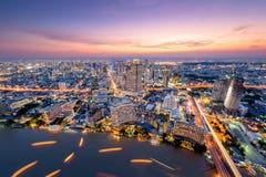 Opinião aérea da skyline urbana de Banguecoque com construção moderna bonita fotografia de stock royalty free