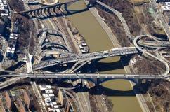 Opinião aérea das estradas e das pontes Foto de Stock