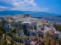 Opinião aérea de Amasing ao templo do Partenon na acrópole de Atenas, Grécia fotografia de stock royalty free