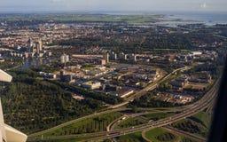 Opinião aérea de Amsterdão do capital de Jet Aircraft Porthole Fotografia de Stock