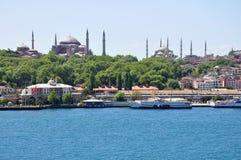 Opinião aérea de Istambul à cidade, à mesquita azul e ao Hagia Sophia Mosque fotografia de stock