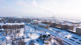 A opinião aérea de Kiruna, a cidade a mais northernmost do inverno na Suécia, província de Lapland, imagem ensolarada do inverno  foto de stock royalty free