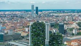 Opinião aérea de Milão de torres e arranha-céus modernos e a estação de trem de Garibaldi no timelapse do distrito financeiro video estoque