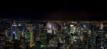 Opinião aérea de surpresa da noite panorâmico de NYC Distrito de Manhattan EUA foto de stock