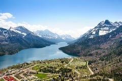 Opinião aérea de terra de acampamento no lago Waterton foto de stock royalty free