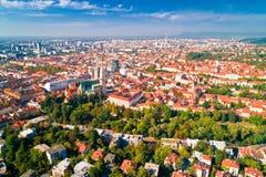 Opinião aérea do centro da cidade histórico de Zagreb imagens de stock