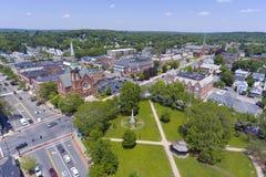 Opinião aérea do centro de Natick, Massachusetts, EUA imagens de stock