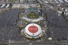 Opinião aérea do coliseu da arena e do Oakland de Oracle imagens de stock