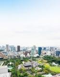 Opinião aérea do olho moderno panorâmico do pássaro da skyline da cidade com o santuário do templo do zojo-ji da torre de tokyo s Foto de Stock