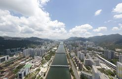 Opinião aérea do panarama em Shatin, Tai Wan, Shing Mun River em Hong Kong fotografia de stock royalty free