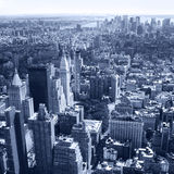 Opinião aérea do panorama da skyline de New York City, Manhattan com arranha-céus. Preto e branco Fotografia de Stock Royalty Free