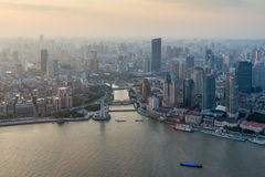 Opinião aérea do por do sol da arquitetura da cidade de Shanghai Imagens de Stock