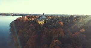 Opinião aérea do zangão do monastério de Pazaislis, Kaunas, Lituânia video estoque
