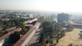 Opinião aérea do zangão do terreno central de UNAM, Cidade do México vídeos de arquivo