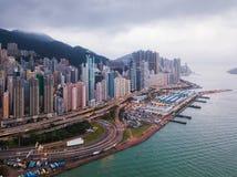 Opinião aérea Hong Kong Downtown e Victoria Harbour Financia imagem de stock royalty free