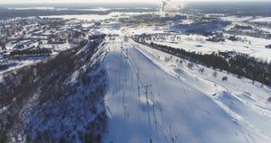 Opinião aérea Kiviõli Ski Resort In Estonia Paisagem surpreendente do inverno filme
