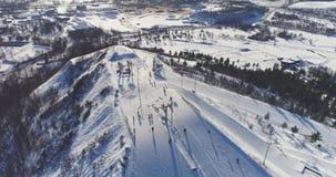 Opinião aérea Kiviõli Ski Resort In Estonia Paisagem surpreendente do inverno vídeos de arquivo