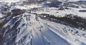 Opinião aérea Kiviõli Ski Resort In Estonia Paisagem surpreendente do inverno video estoque