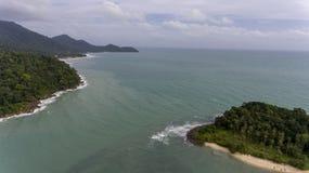 Opinião aérea Koh Chang, Tailândia com praia e água azul imagens de stock