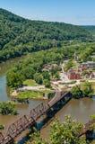 A opinião aérea os harpistas Ferry, West Virginia considerado das alturas de Maryland negligencia Imagens de Stock Royalty Free