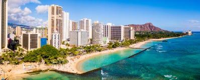 Opinião aérea a praia e o Diamond Head Crater de Waikiki fotografia de stock