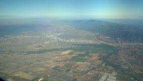 Opinião aérea San Bernardino Mountains, vista do assento de janela em um avião video estoque