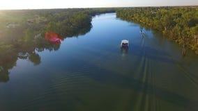 Opinião aérea Ski Boat em Murray River Australia video estoque