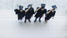 Opinião aérea superior estudantes dos povos no sentimento de feliz Fotografia de Stock