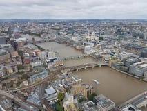 Opinião aérea Tate Modern a ponte do milênio e o St Paul & o x27; catedral de s tomada do estilhaço mundialmente famoso imagem de stock royalty free